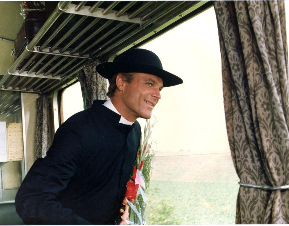 Don Camillo (Terence Hill) sieht endlich eine Chance gekommen, sich bei seinem Erzfeind zu rächen ? - Bildquelle: Paloma Films