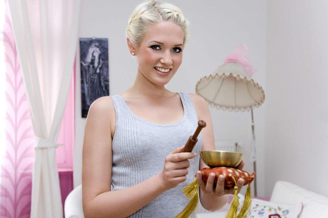 Model Sarah Knappik lässt ein kabel eins-Kamerateam in ihre erste eigene Wohnung in Berlin. - Bildquelle: kabel eins