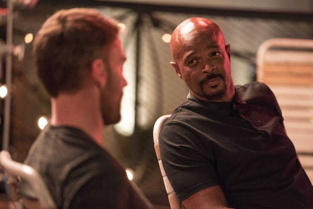 Wesley Cole (Seann William Scott, l.); Roger Murtaugh (Damon Wayans, r.) - Bildquelle: Erik Voake 2018 Warner Bros. Entertainment Inc. All Rights Reserved. / Erik Voake