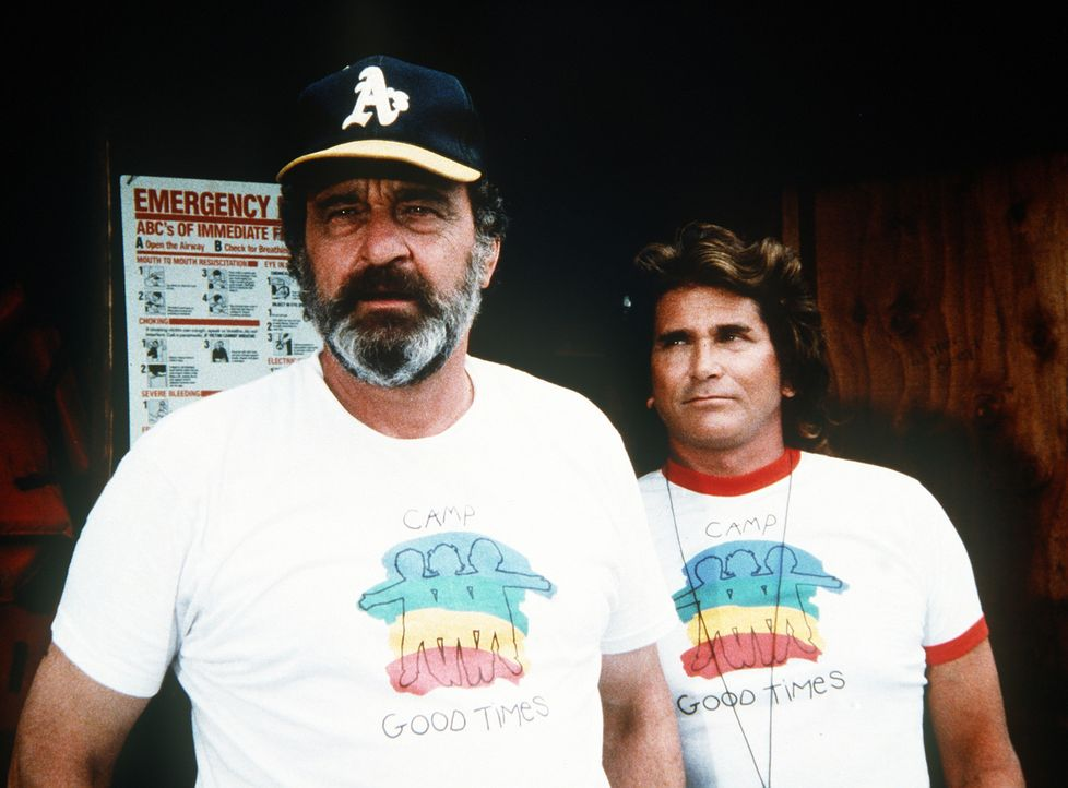 Jonathan (Michael Landon, r.) und Mark (Victor French, l.) werden Betreuer im Feriencamp. - Bildquelle: 20th Century Fox Television