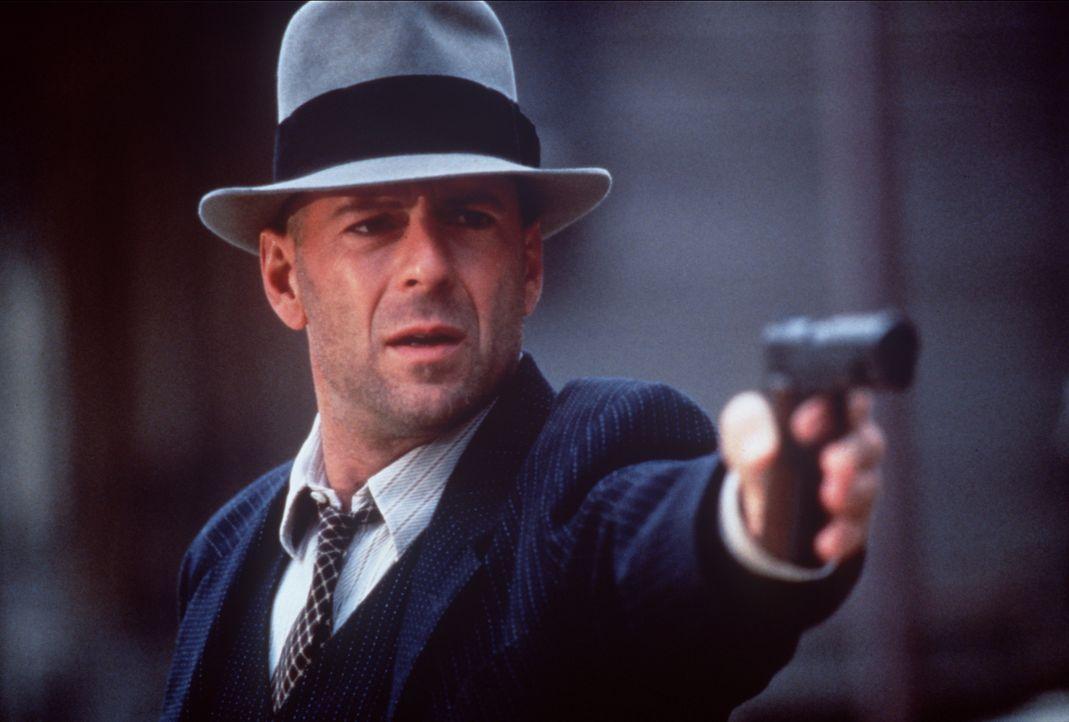 John Smith (Bruce Willis) lässt sich von beiden rivalisierenden Gangsterbanden als Profi-Killer anheuern. Doch zwischen Halsabschneidern und Meuchel... - Bildquelle: New Line Cinema