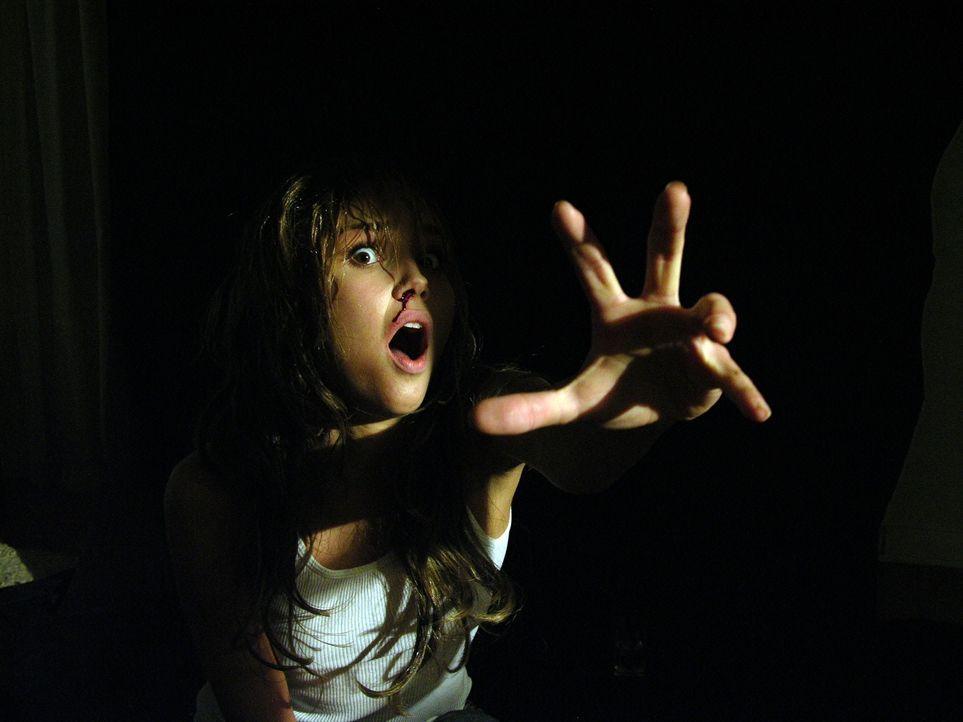 Cookie (Arielle Kebbel) und ihre Freunde landen in einem abgeschiedenen Motel. Sie merken schnell, dass hier irgendetwas nicht stimmt. Radio und Han... - Bildquelle: Telepool