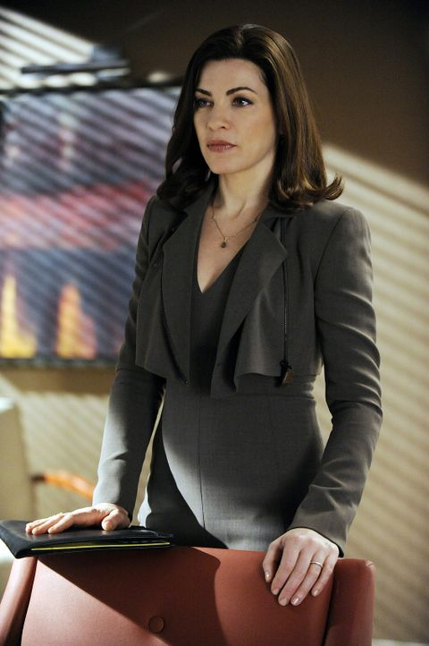 Während alle Peters gewonnene Wahl feiern, muss Alicia (Julianna Margulies) eine bittere Pille schlucken ... - Bildquelle: CBS   2011 CBS Broadcasting Inc. All Rights Reserved.