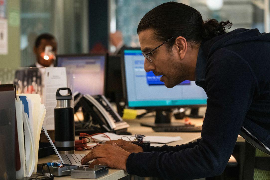 Julian Cousins (Naveen Andrews) - Bildquelle: Jeff Neumann 2018 CBS Broadcasting, Inc. All Rights Reserved / Jeff Neumann