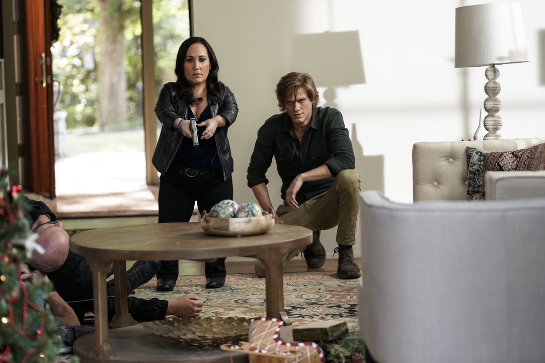 Matty Weber (Meredith Eaton, l.); MacGyver (Lucas Till, r.) - Bildquelle: Jace Downs 2018 CBS Broadcasting, Inc. All Rights Reserved / Jace Downs