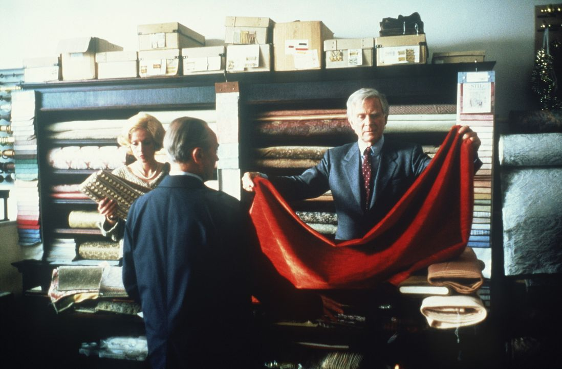 Vor drei Jahren hat Paul Winkelmann (Loriot, r.) die Leitung des familieneigenen Möbel- und Dekorationsgeschäftes übernommen. Trotz seiner 56 Jah... - Bildquelle: Tobis Filmkunst