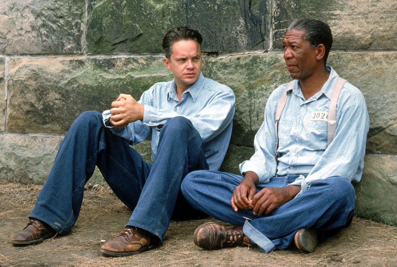 1947 wandert der unschuldige Andy Dufresne (Tim Robbins, l.) lebenslang hinter Gitter. Im Gefängnis freundet er sich mit Red (Morgan Freeman, r.) an... - Bildquelle: 1994 Warner Bros. Entertainment Inc. All Rights Reserved.