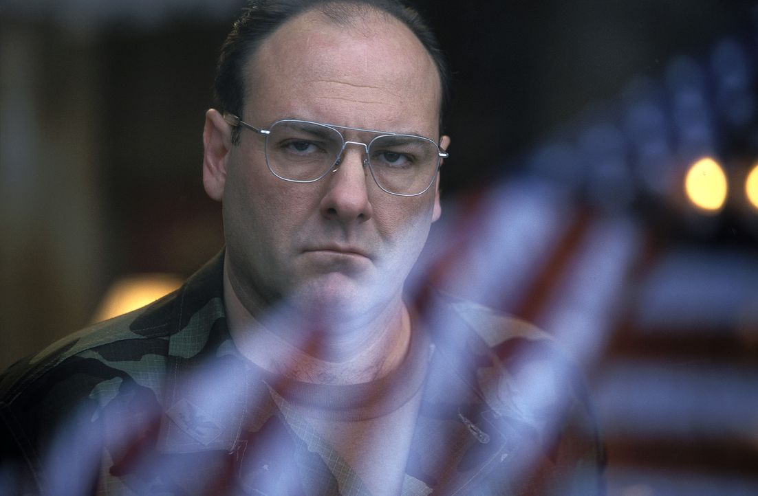 Der geltungssüchtige Colonel Winter (James Gandolfini) leitet ein militärisches Hochsicherheitsgefängnis wie ein kleiner König. Eines Tages land... - Bildquelle: TM &   2001 DREAMWORKS LLC. All Rights reserved.