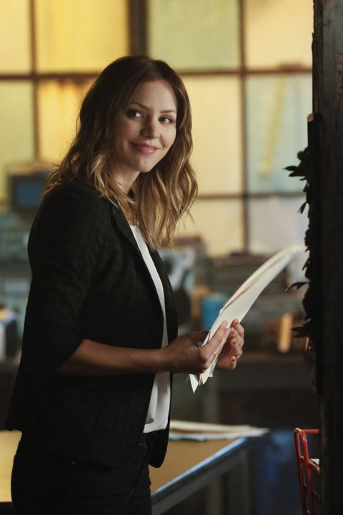 Immer wieder begibt sich Paige (Katharine McPhee) für ihre Freunde in höchste Gefahr ... - Bildquelle: Robert Voets 2014 CBS Broadcasting, Inc. All Rights Reserved