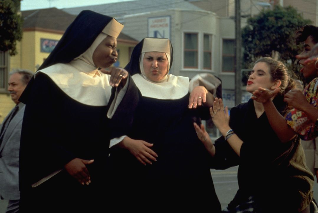 Deloris (Whoopi Goldberg, l.); Mary Patrick (Kathy Najimy, r.) - Bildquelle: Suzanne Hanover Touchstone Pictures & © Buena Vista Pictures. All Rights Reserved. / Suzanne Hanover