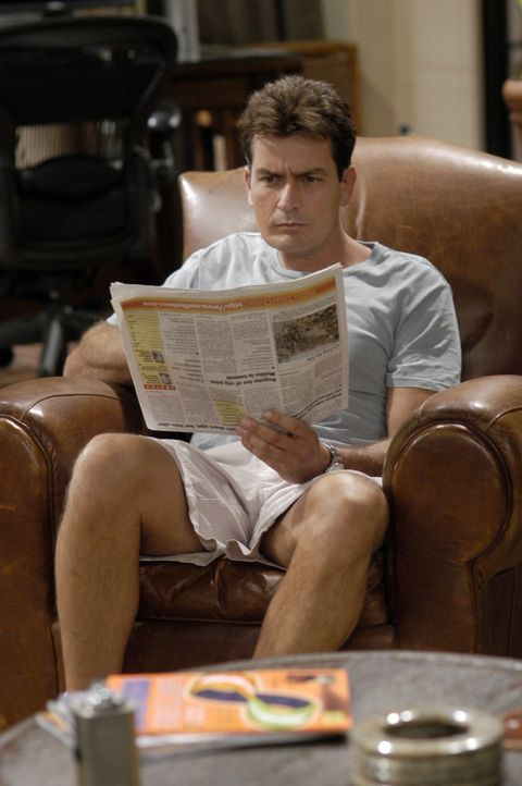 Charlie (Charlie Sheen) kann nicht verstehen, dass Berta gegangen ist ... - Bildquelle: Warner Brothers Entertainment Inc.