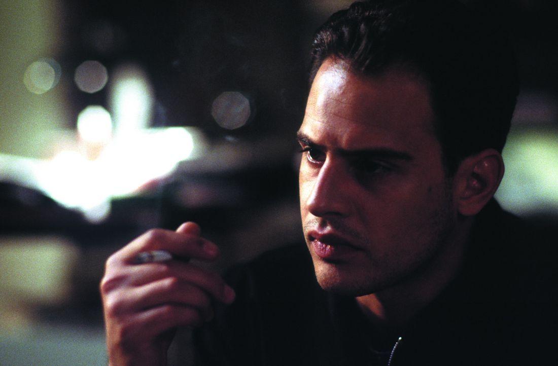 Nach einer zärtlichen und leidenschaftlichen Nacht mit Dora überkommen Tarek Fahd (Moritz Bleibtreu) Zweifel, ob er wirklich an dem Experiment tei... - Bildquelle: SENATOR FILM Alle Rechte vorbehalten