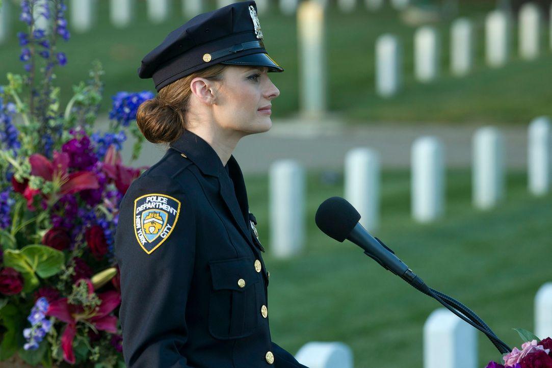 Der Kampf gegen den Auftragskiller Hal Lockwood hat ein Opfer aus den eigenen Reihen gefordert. Kate Beckett (Stana Katic) hält eine Rede zu Ehren i... - Bildquelle: ABC Studios