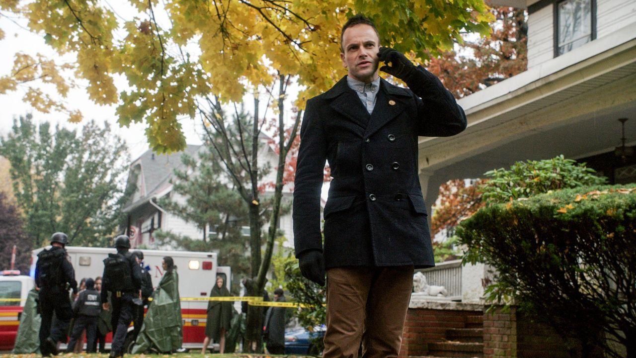 Sein neuester Fall betrifft ihn auch persönlich: Holmes (Jonny Lee Miller) ... - Bildquelle: CBS Television