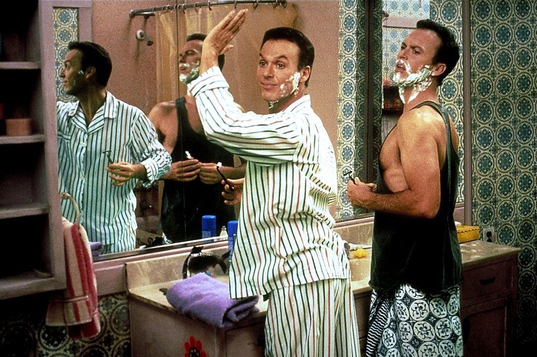 Damit der Schwindel nicht auffliegt, haben Klon 1 (Michael Keaton, r.) und Doug Kinney (Michael Keaton, l.) eine Menge Probleme: die gleichzeitige R... - Bildquelle: Columbia TriStar