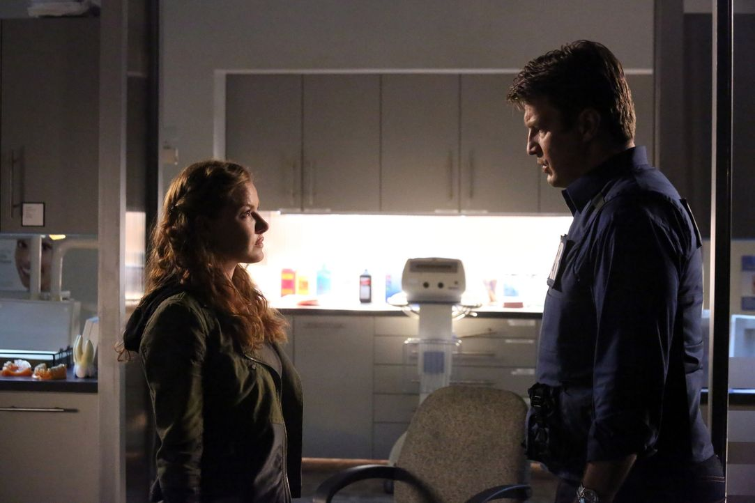 Die völlig verzweifelte Emma Briggs (Alicia Lagano, l.) fliegt von einem Tatort und nimmt in einer Zahnarztpraxis die Patienten als Geiseln. Daraufh... - Bildquelle: ABC Studios