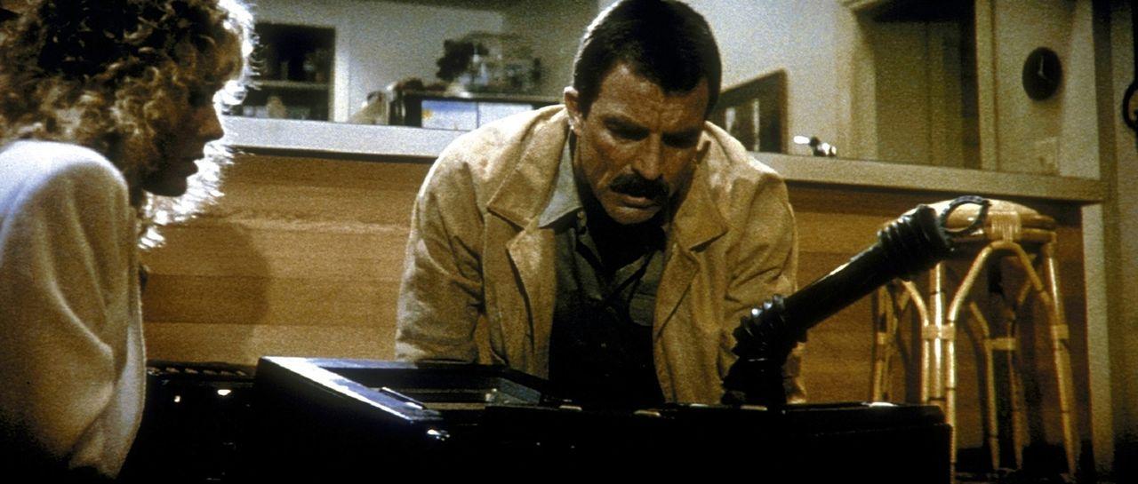 Karen (Cynthia Rhodes, l.) und Jack (Tom Selleck, r.) sind einem perfiden Mörder auf der Spur. Doch der stellt ihnen eine teuflische Falle ... - Bildquelle: TriStar Pictures