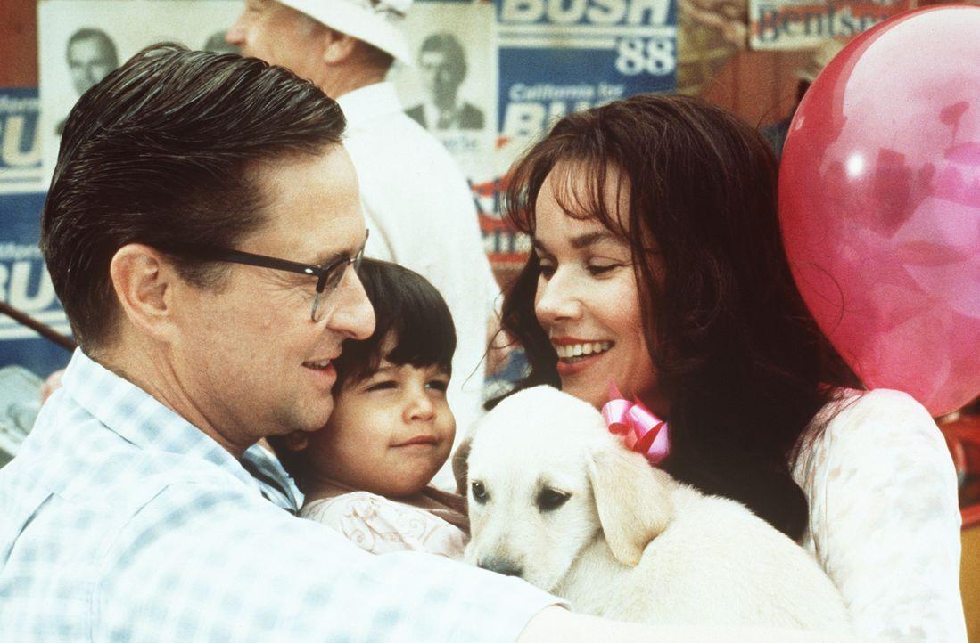 Seine Gewaltausbrüche sind der Ex-Ehefrau Beth (Barbara Hershey, r.) bestens bekannt: Auf dem Weg zur Geburtstagsparty seiner kleinen Tochter Adele... - Bildquelle: Warner Bros. GmbH