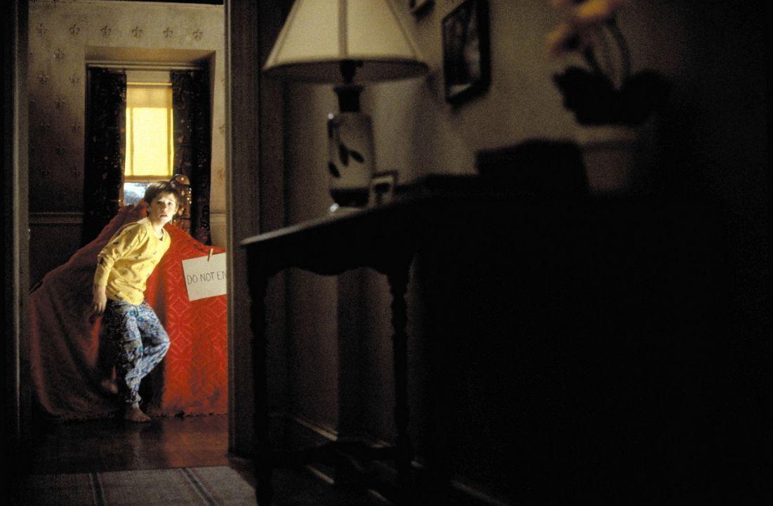 Immer häufiger wird Cole (Haley Joel Osment) von den Geistern der Toten gequält. In seiner Not offenbart er sich endlich einem Psychologen an. Doc... - Bildquelle: Buena Vista Pictures