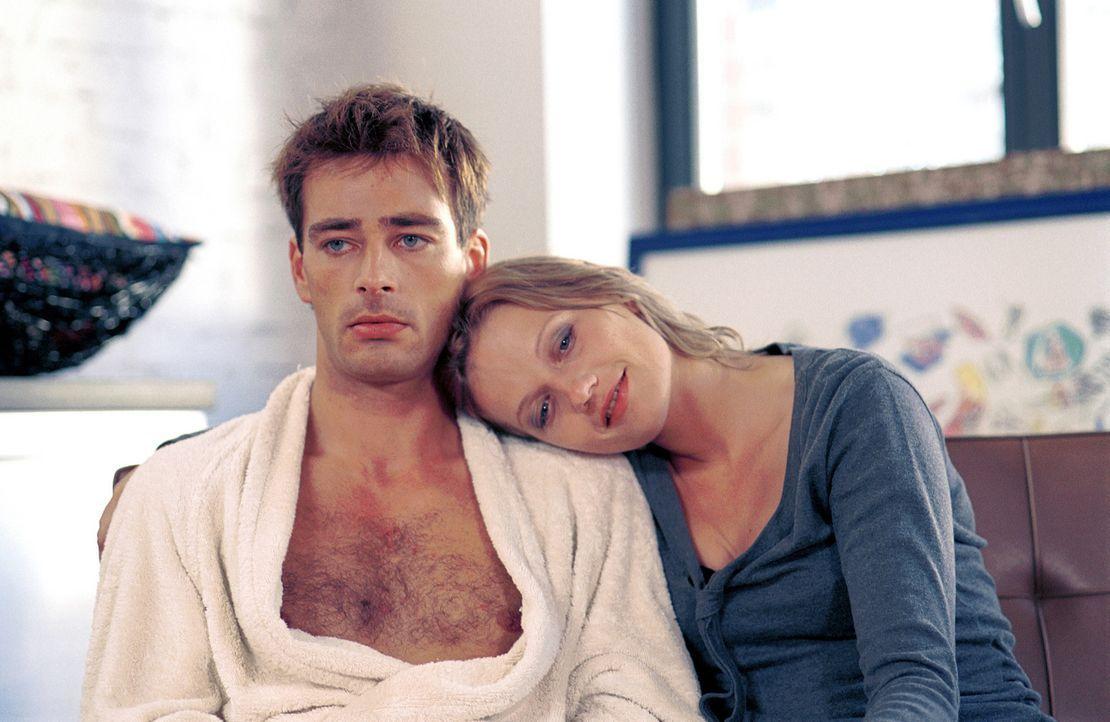 Obwohl Lara (Doreen Jacobi, r.) immer wieder deutlich macht, dass sie mit Mark (Jan Sosniok, l.) in jeder Beziehung glücklich ist, will dieser das... - Bildquelle: Gordon Mühle ProSieben