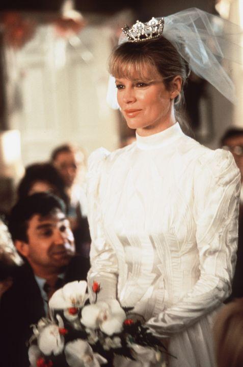 Völlig überwältigt von dem irdischen Leben heiratet die Schöne Celeste (Kim Basinger) den Strahlenphysiker Mills, doch ihr Planet befindet sich... - Bildquelle: Columbia Pictures