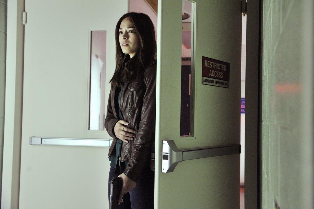 Eigentlich soll sich Catherine (Kristin Kreuk) in der Klinik erholen, doch es kommt alles ganz anders ... - Bildquelle: 2012 The CW Network. All Rights Reserved.