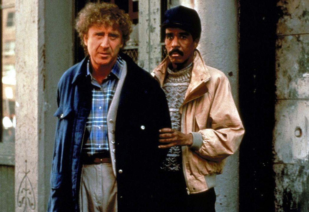 Der taube Dave (Gene Wilder, l.) und der blinde Wally (Richard Pryor, r.) werden an ihrem Zeitungsstand 'Zeugen' eines Mordes - wobei Dave nur die B... - Bildquelle: TriStar Pictures