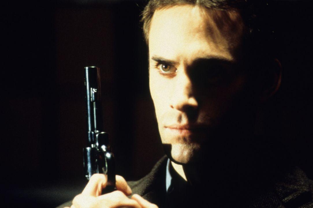 Pete hat keine Ahnung, dass Sean (Joseph Fiennes) ihn in eine Falle locken will ... - Bildquelle: VCL Communications GmbH