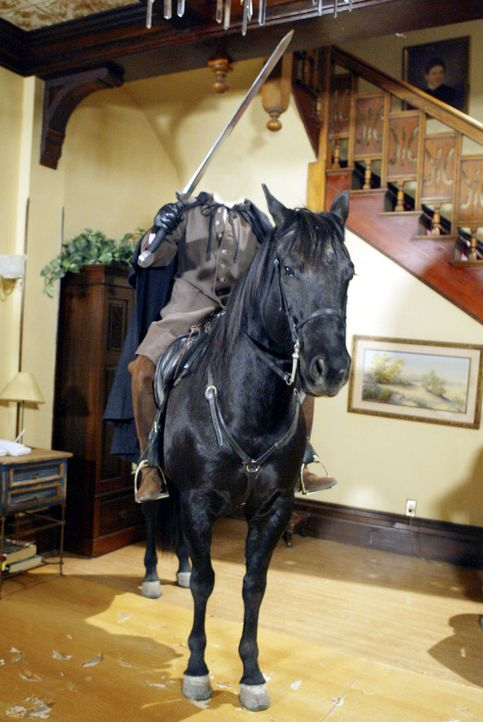 Eines Tages steht ein kopfloser Reiter im Haus der Halliwells - was hat das zu bedeuten? - Bildquelle: Paramount Pictures.
