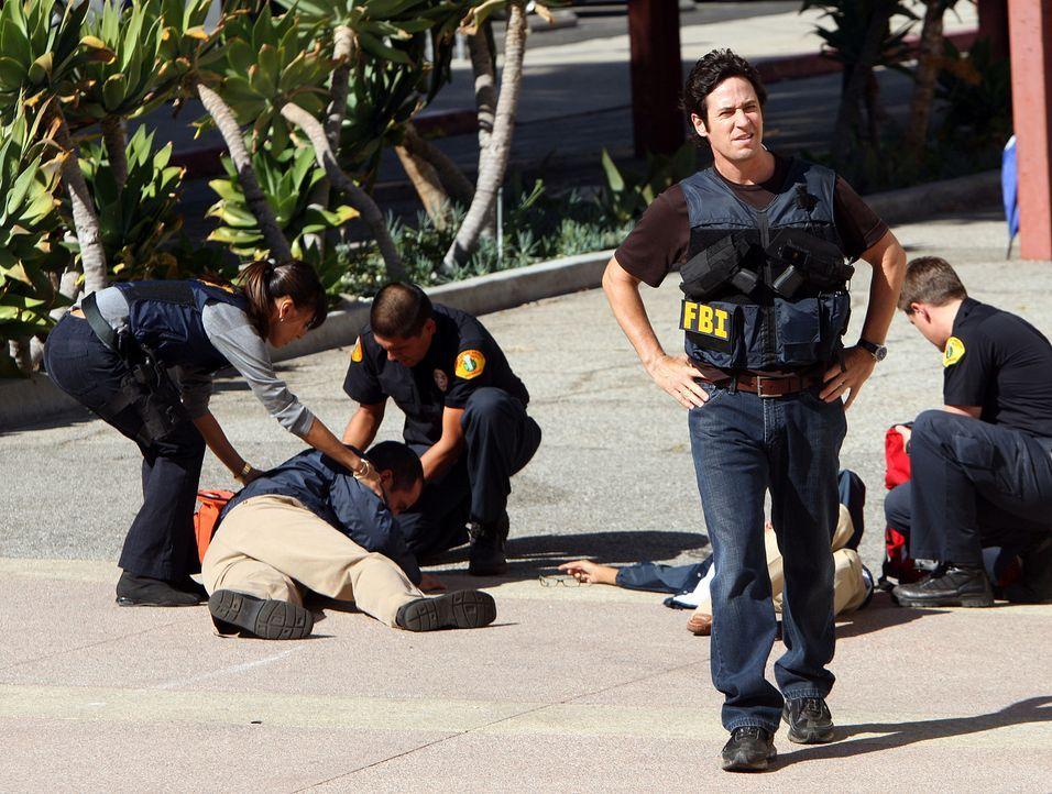 Wieder einmal hat Don (Rob Morrow, vorne) und sein Team gute Arbeite geleistet .... - Bildquelle: Paramount Network Television