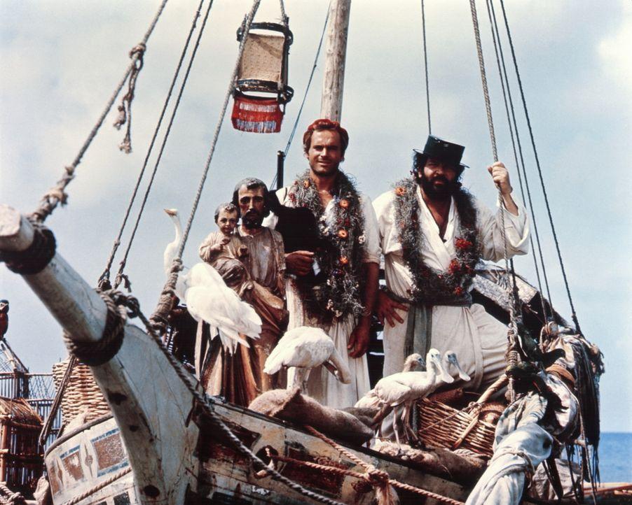 Auf einer Insel vor der Küste Kolumbiens versuchen die beiden Missionare Pater J. (Terence Hill, M.) und Pater Pedro (Bud Spencer, r.), den Eingebo... - Bildquelle: Tobis Filmkunst