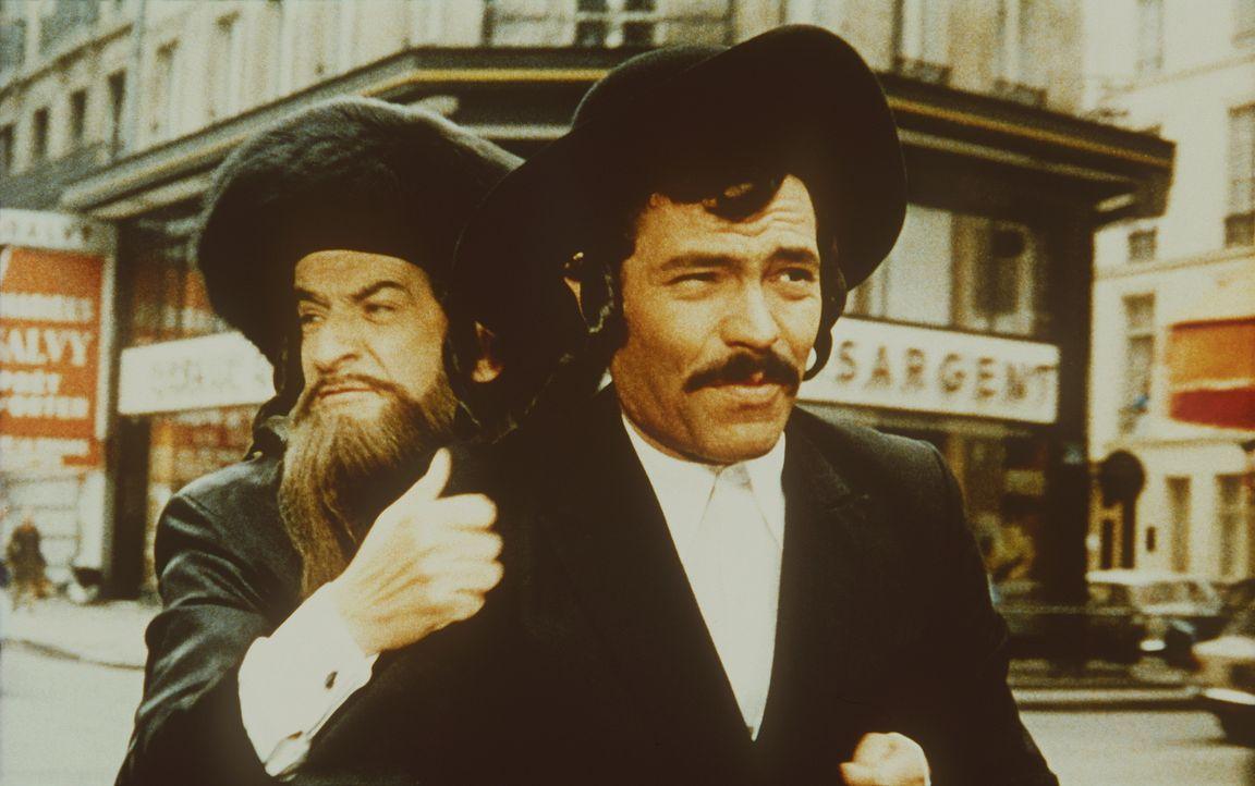 Als Rabbiner verkleidet fliehen Pivert (Louis de Funès, l.) und Silmane (Claude Giraud, r.) vor einem arabischen Killerkommando ... - Bildquelle: 20th Century Fox Film Corporation