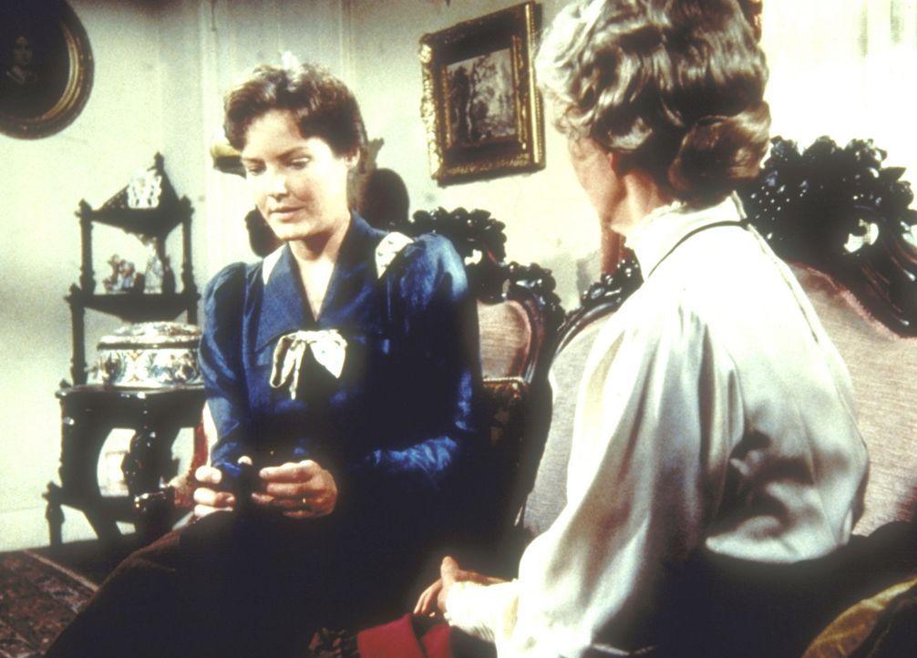 Sarah Carter (Pamela Roylance, l.) hat einen falschen Eindruck von Ruthy Leland (Vera Miles, r.). - Bildquelle: Worldvision