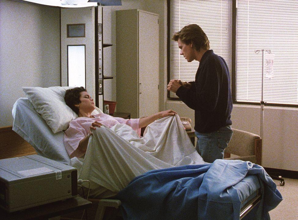 Endlich ist es soweit: Jake (Kevin Bacon, r.) und Kristy (Elizabeth McGovern, l.) erwarten in Kürze ihr Baby ... - Bildquelle: Paramount Pictures