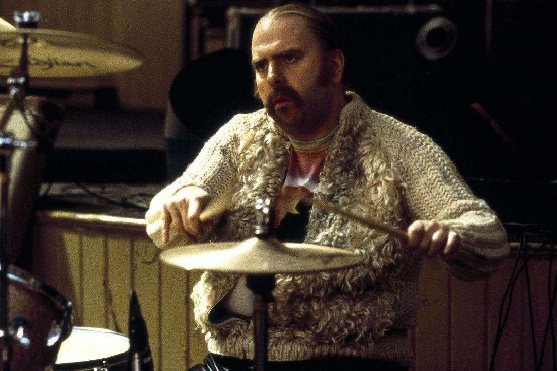 Schlagzeuger Beano Baggot (Timothy Spall) geht gerne mit auf Tour - schließlich fühlt er sich von der Steuerfahndung verfolgt ... - Bildquelle: Columbia Pictures