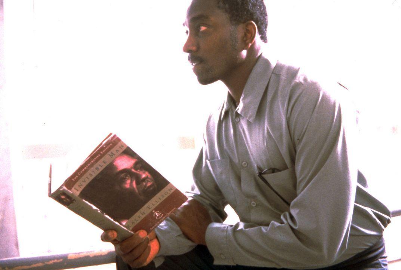 Der Knastalltag mit den sadistischen Aufsehern macht dem belesenen Unschuldslamm Malachi (Clifton Powell) das Leben verdammt schwer ... - Bildquelle: Sony Pictures Television International. All Rights Reserved.