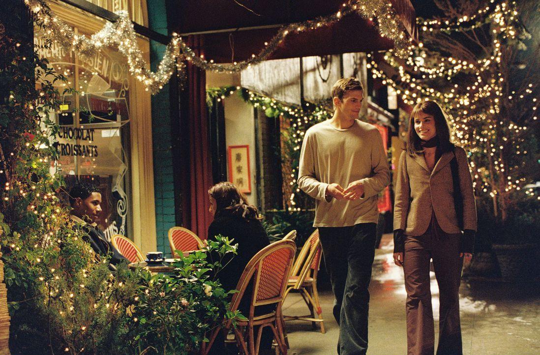 Nach Jahren treffen Oliver (Ashton Kutcher, l.) und Emily (Amanda Peet, r.) erneut aufeinander. Sie verbringen einen romantischen Abend, doch den Sp... - Bildquelle: Ben Glass & Demmie Todd Touchstone Pictures. All rights reserved
