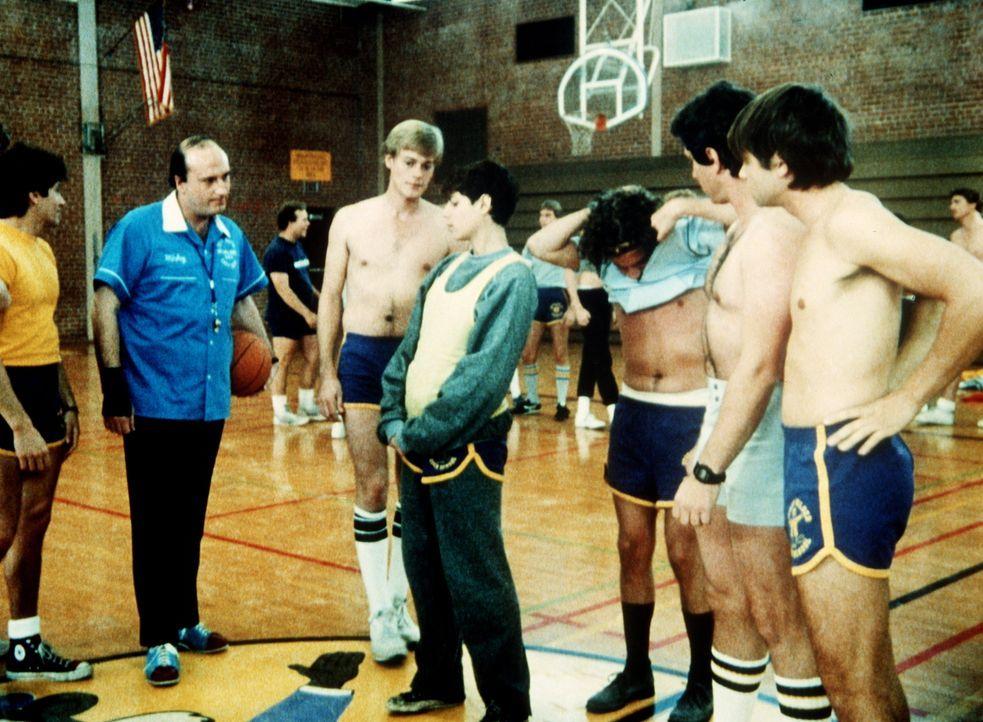 Der Sportunterricht stellt für die hübsche Terry (Joyce Hyser, M.) eine echte Herausforderung dar ... - Bildquelle: Columbia Pictures