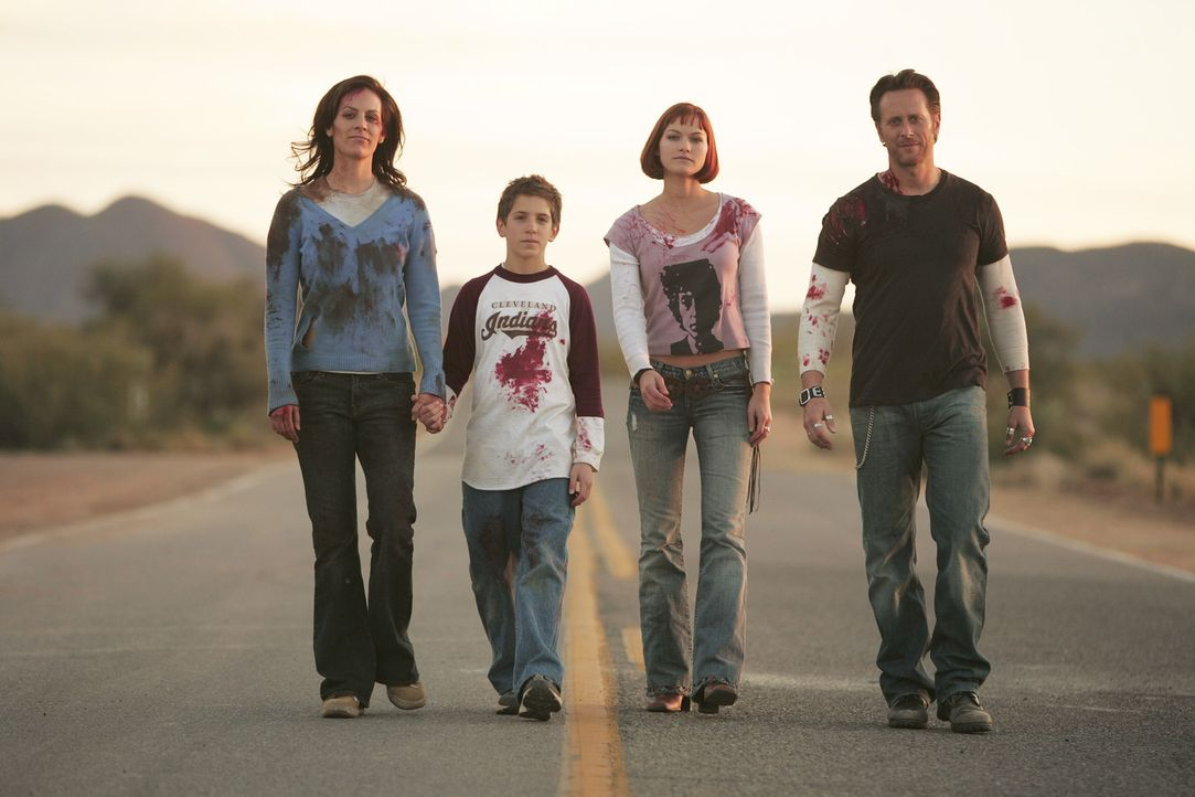 Im Visier mörderischer Kreaturen: (v.l.n.r.) Mary (Annabeth Gish), David (Shane Haboucha), Cynthia (Kelly Overton) und Steve (Steven Weber) ... - Bildquelle: Buena Vista International. All rights reserved