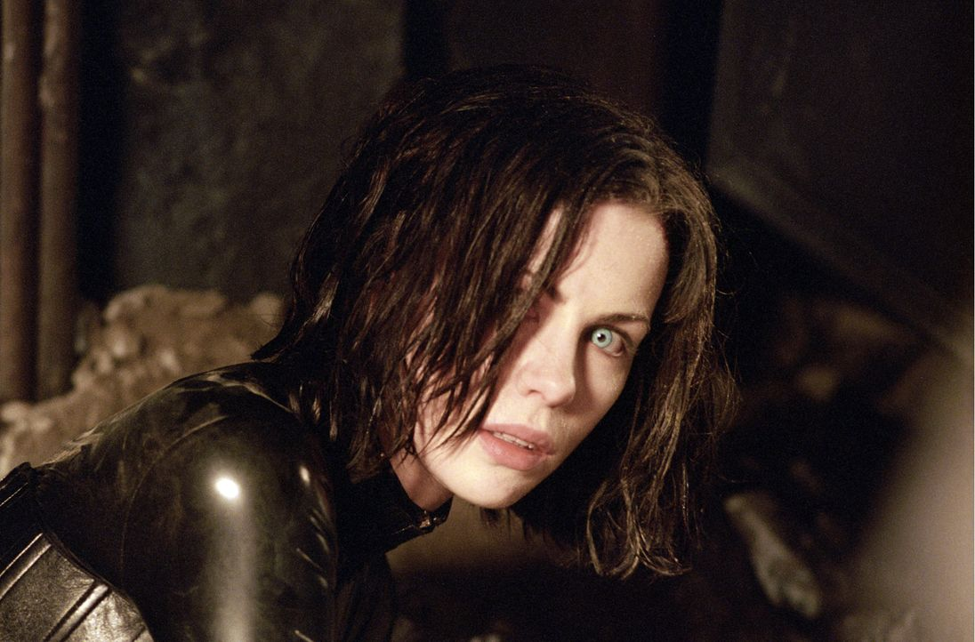 Seit vielen Jahren gehört die attraktive Selene (Kate Beckinsale) den Vampiren an, nachdem ihre Familie von Werwölfen ausgelöscht wurde. Nachts begi... - Bildquelle: 2003 Lakeshore Entertainment Group LLC. All Rights Reserved.