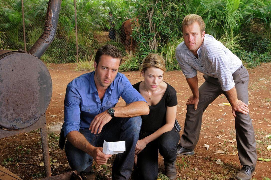 Ermitteln in einem neuen Fall: Steve (Alex O'Loughlin, l.), Danny (Scott Caan, r.) und ihre neue Kollegin Lori Weston (Lauren German, M.) ... - Bildquelle: TM &   CBS Studios Inc. All Rights Reserved.