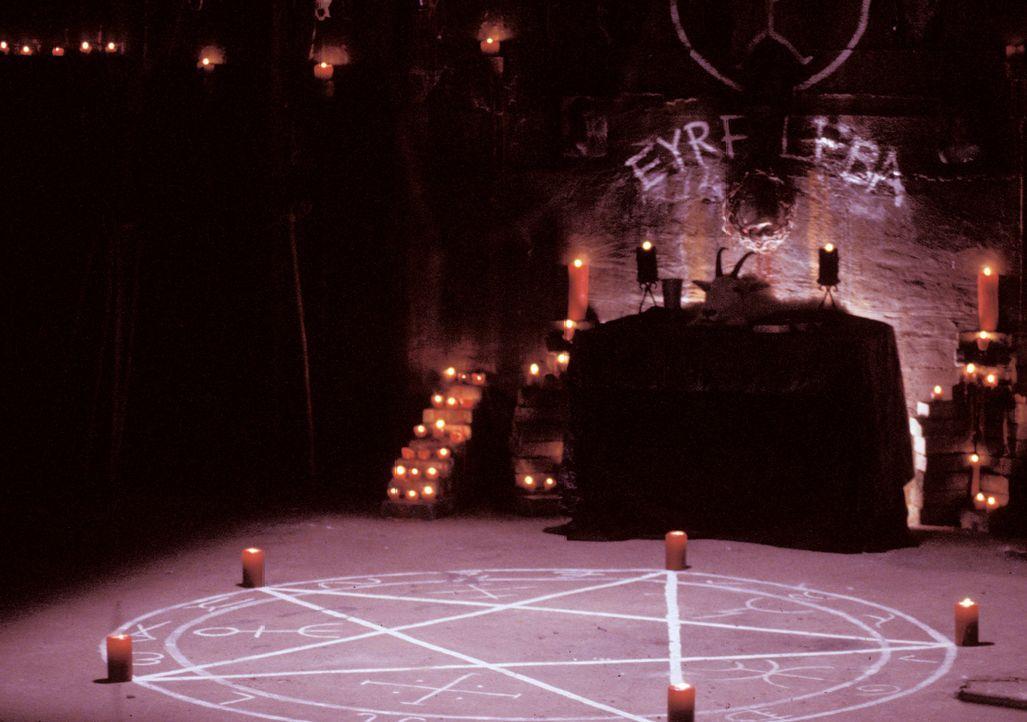 Ein unheimlicher Fluch scheint in den dunklen Gewölben von Roger´s High zu lauern. Immer mehr Schüler werden von einer scheinbar übernatürliche... - Bildquelle: North by Northwest Entertainment