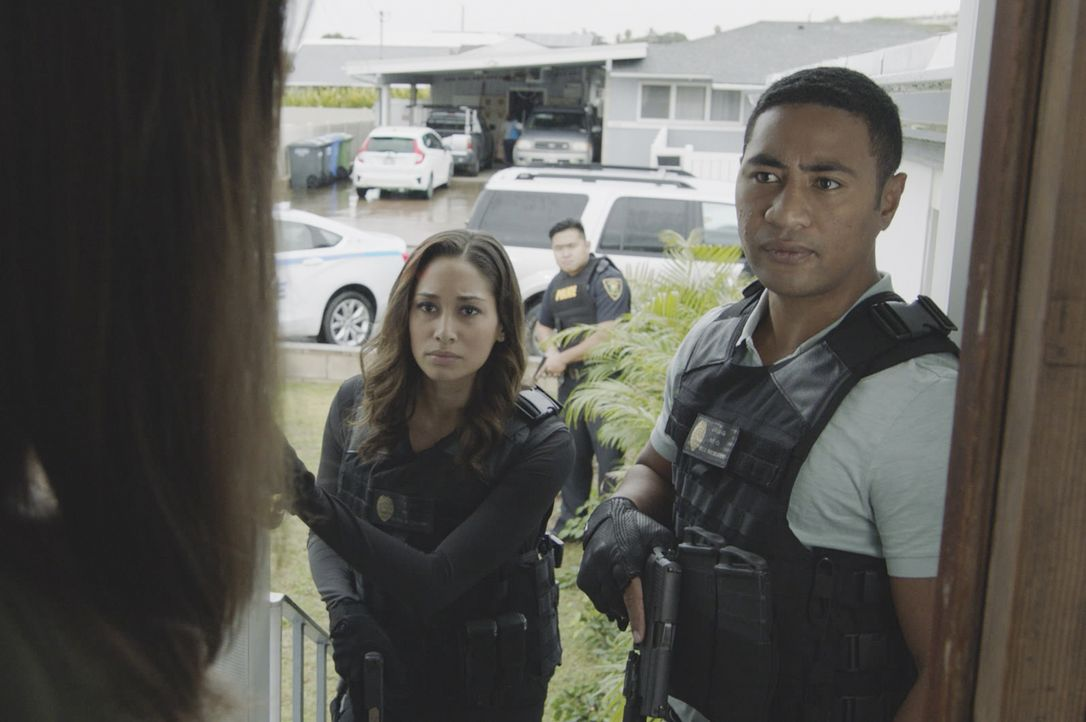 Tani Rey (Meaghan Rath, l.); Junior Reigns (Beulah Koale, r.) - Bildquelle: 2019 CBS Broadcasting, Inc. All Rights Reserved