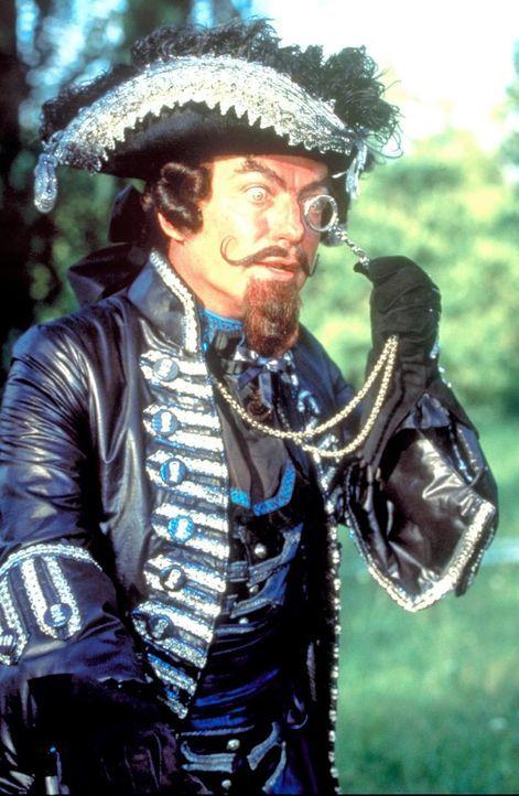 Lorenzini (Udo Kier), der Besitzer des Puppentheaters, zögert nicht, aus allem Geld zu machen. Deshalb startet er neben Pinocchio noch ein zweites... - Bildquelle: Warner Bros.