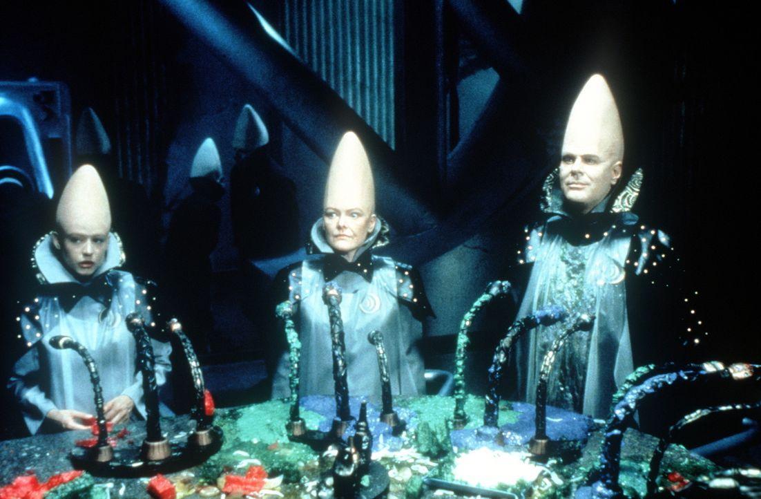 Die erste Nacht auf dem fremden Planeten Erde für die beiden Außerirdischen Beldar (Dan Aykroyd l.) und seine Frau Prymaat (Jane Curtin, r.) in ihre... - Bildquelle: Paramount Pictures