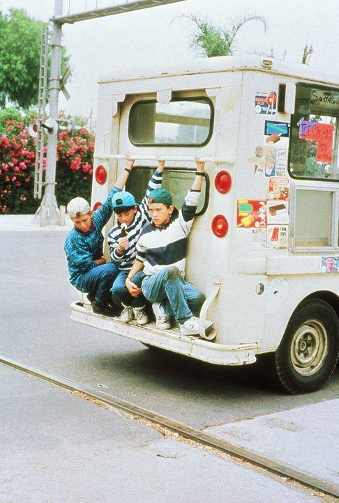 Die cleveren Ninja-Kids (Michael Treanor, l., Chad Power, M., Max Elliot Slade, r.) sind wieder einmal unterwegs zu ihrem ungewöhnlichen Großvater .... - Bildquelle: TriStar Pictures