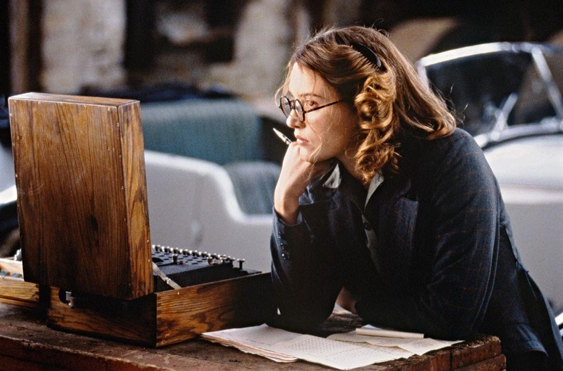 Nach einiger Zeit decken Hester (Kate Winslet) und Tom eine brisante Verkettung internationaler politischer Verschwörung auf ... - Bildquelle: Senator Film