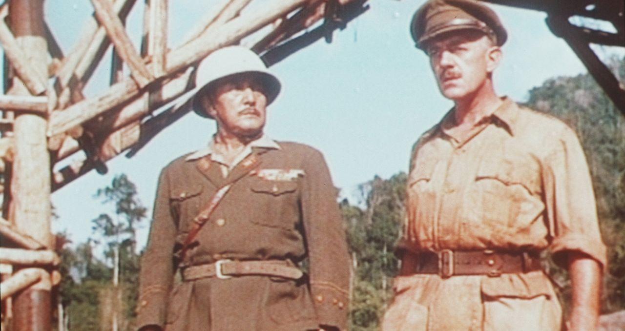 Die beiden Sturköpfe Saito (Sessue Hayakawa, l.) und Oberst Nicholson (Alec Guinness, r.) geraten immer wieder aneinander ...