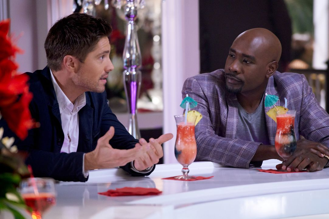 Rosewood (Morris Chestnut, r.) sieht sich in der Pflicht, Villas potentiell neuen Freund Adrian (Eric Winter, l.) auf Herz und Nieren zu testen. Wir... - Bildquelle: 2016-2017 Fox and its related entities. All rights reserved.