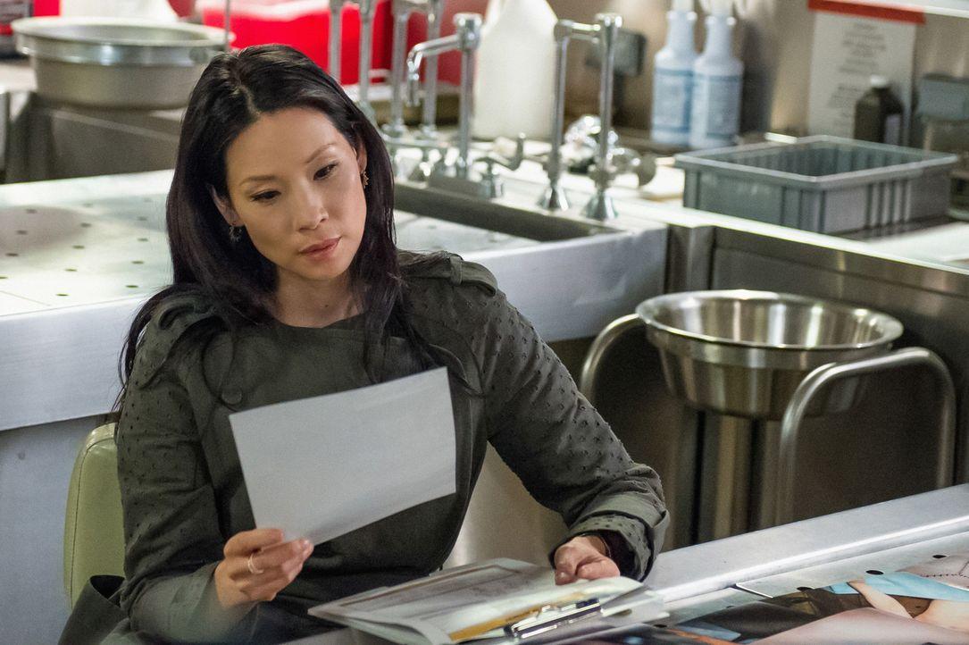 Joan Watson (Lucy Liu) versucht, mit ihrer Enttäuschung über Mycroft fertig zu werden. Doch dann erfährt sie etwas, das ihn in einem anderen Licht e... - Bildquelle: CBS Television